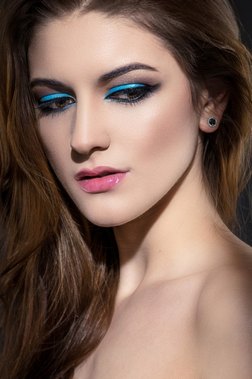 Woman wiearing blue eyeshadow.