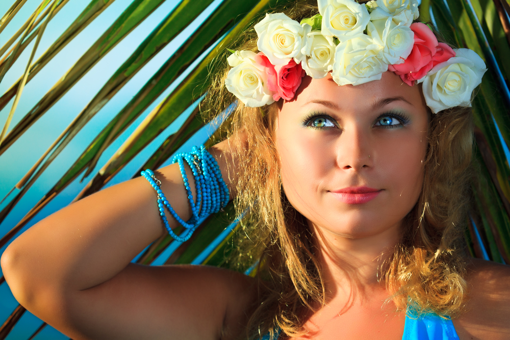 Woman with a beautiful hawaiian look.