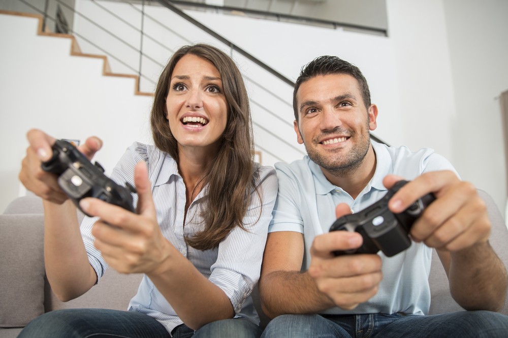 Couple playing on the PS